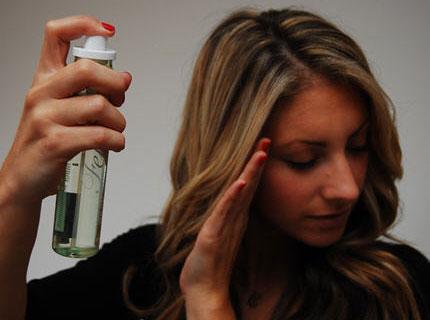 Korak 4: Lakiranje kose posle uvijanja