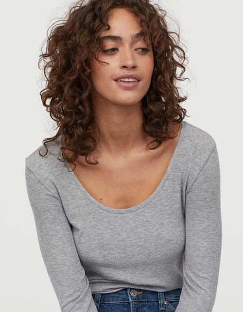 kovrdžava kosa frizura za cetvrtasto lice