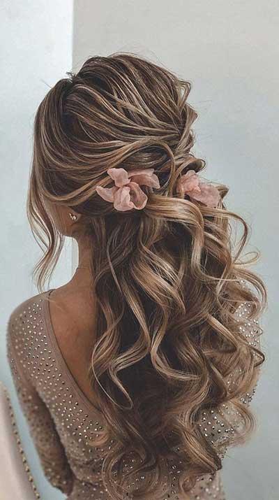 Krupne lokne - pramenovi - cveće u kosi