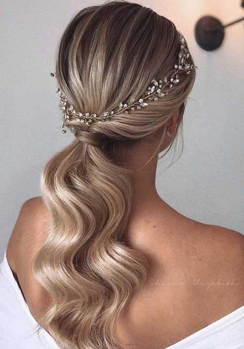 svečani rep sa talasima - ukrasni rajf - plava kosa pod pramenovima